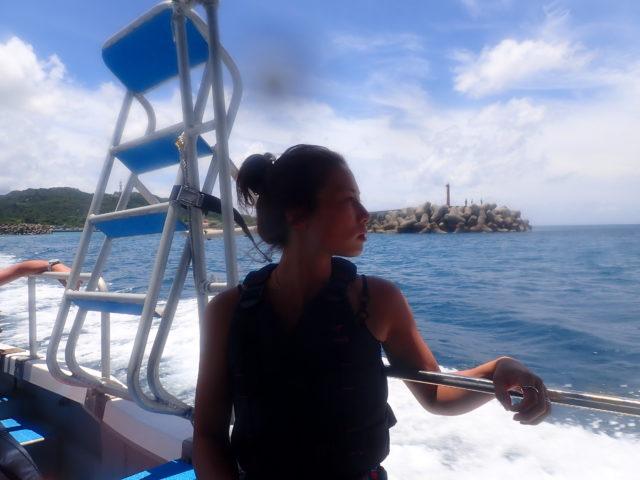 バラス島へ向かう船