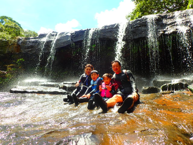 西表島 サンガラの滝 家族写真