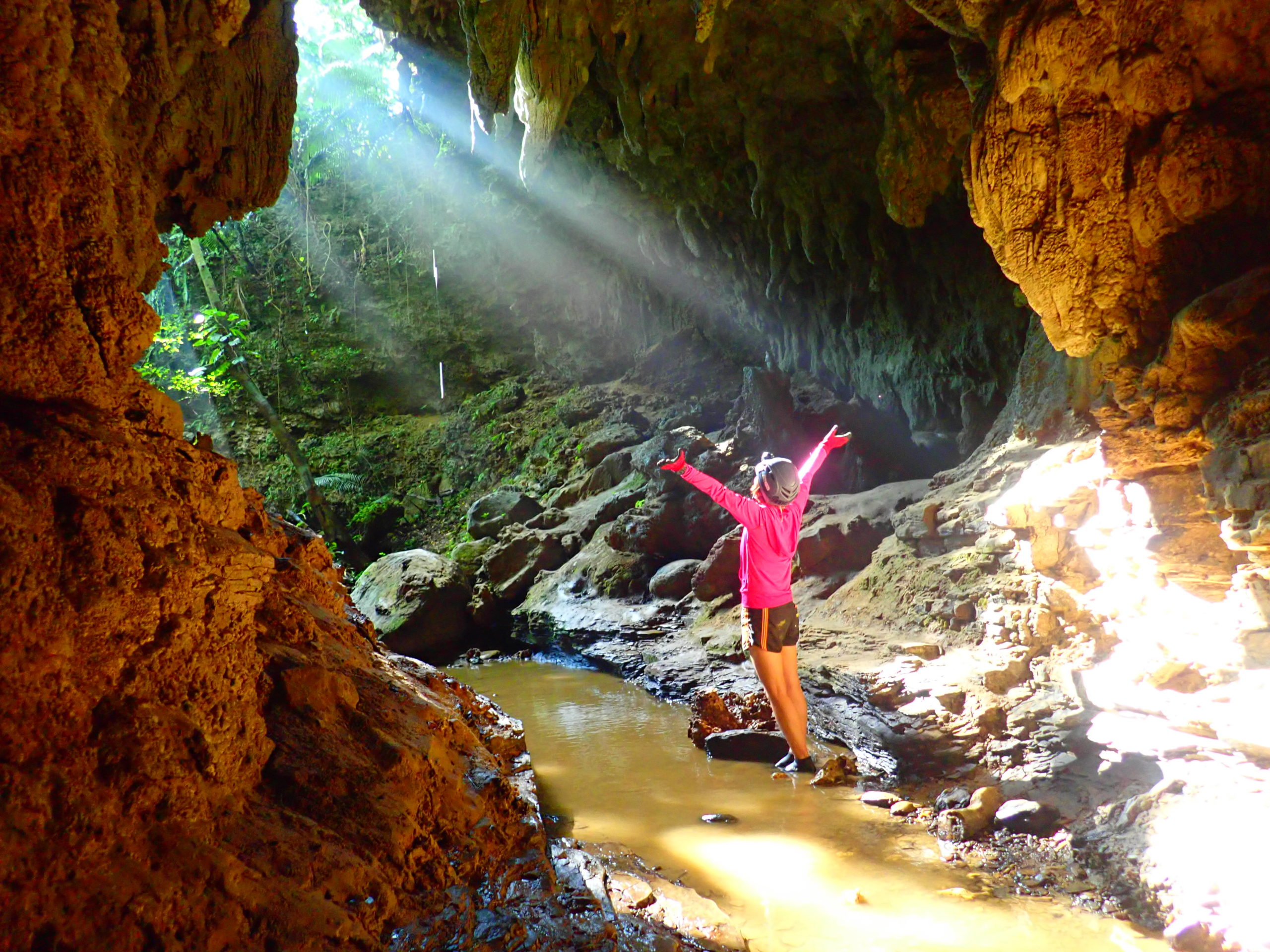 西表島で新体験!大迫力ケイビング(鍾乳洞探検)ツアー