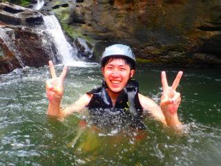 川に飛び込んで天然のアスレチック!スプラッシュキャニオニング(渓谷下り)